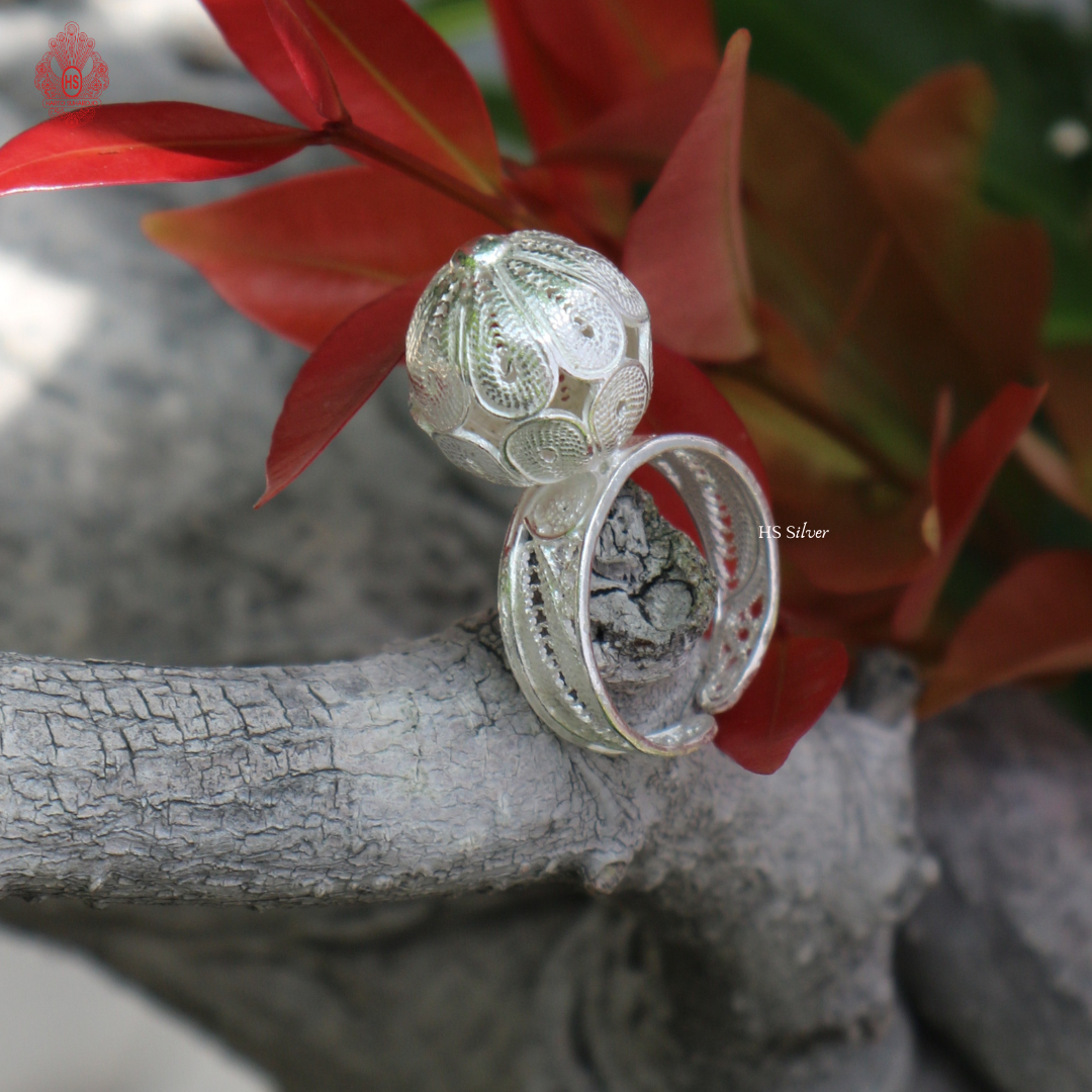 SOCCER BALL RING (FILIGREE)